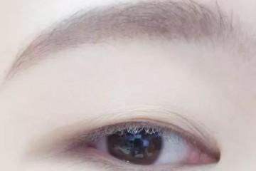 用心画的眼妆一睁眼就全消失韩国女生的单眼皮桃花眼妆快来学